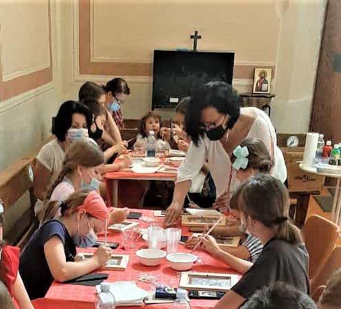 Atelier de pictură icoane pe sticlă, pentru copiii de la parohia din Arcore